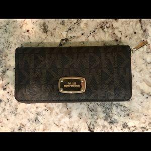 Brown Michael Kors Zip up Wallet